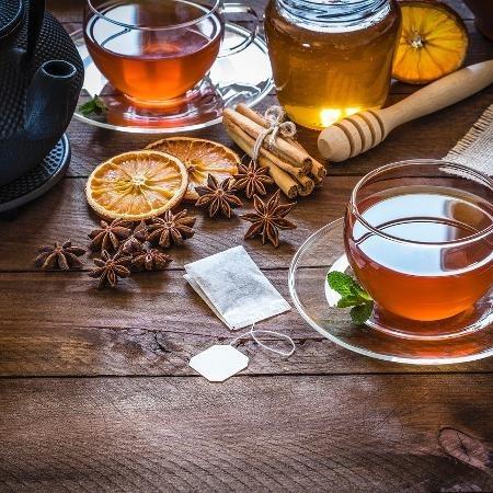 Tomar chá pode trazer vários benefícios para o organismo