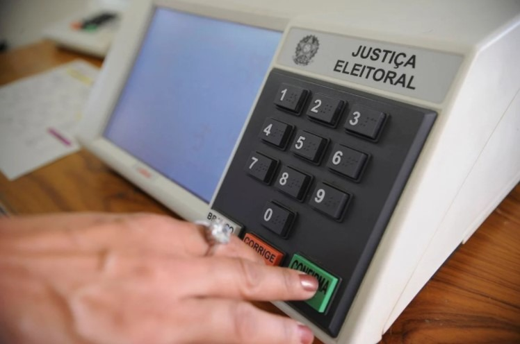 TSE tem 3 votos a favor de divisão igualitária do horário eleitoral entre candidatos brancos e negro