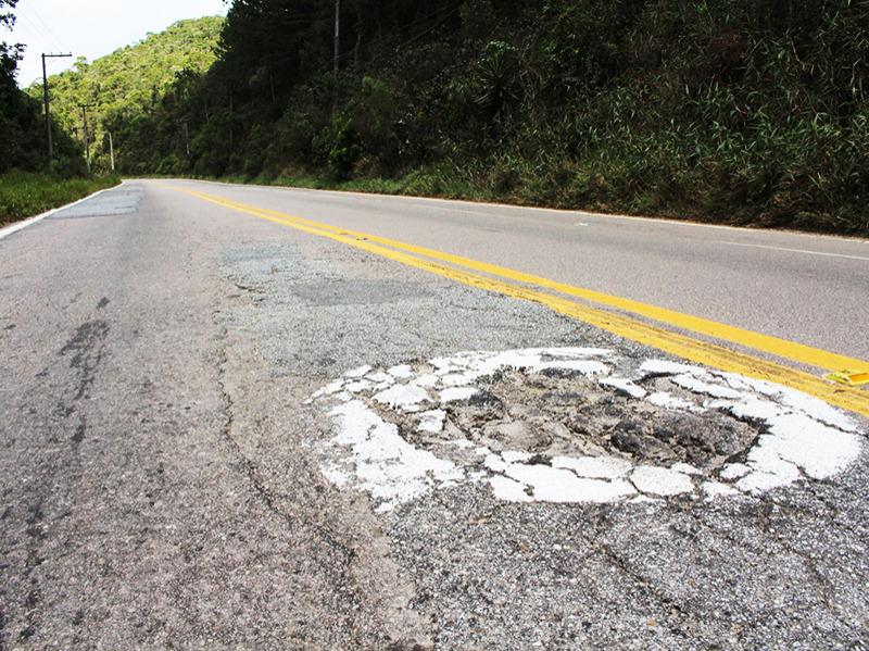 Bento alerta prefeito sobre estradas esburacadas